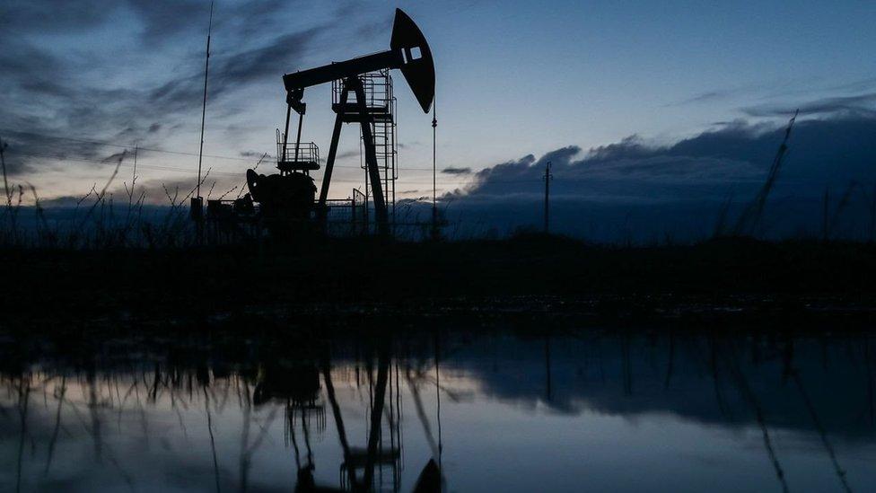 Страны ОПЕК+, кроме России и Казахстана, не стали увеличивать добычу нефти. Цены сразу пошли вверх