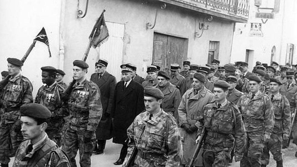القوات الفرنسية في الجزائر عام 1957