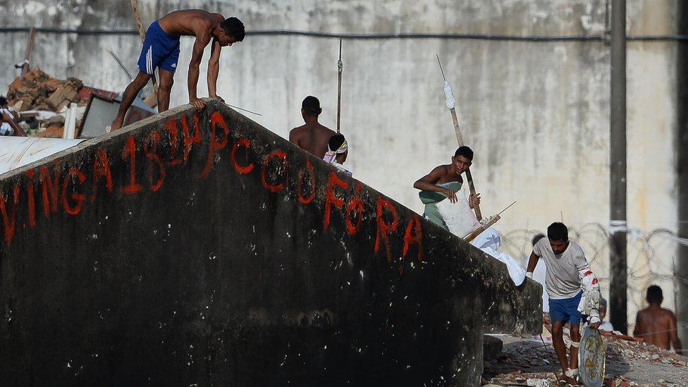 صورة لأعمال الشغب بين السجناء في سجن ريودي جانيرو في يناير/كانون الثاني 2017