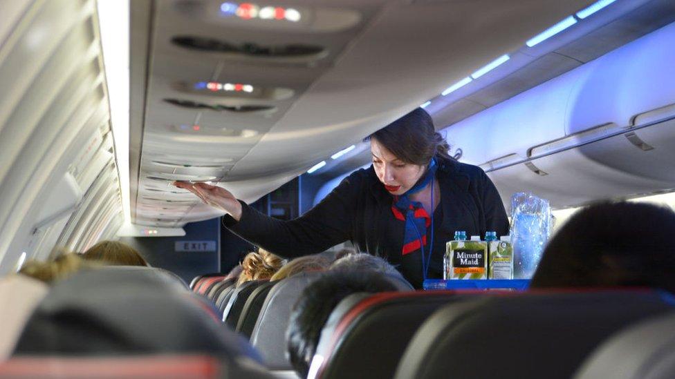 Azafata de American Airlines