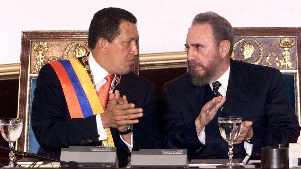 Hugo Chávez, presidente de Venezuela, y Fidel Castro, presidente de Cuba, en 2000.