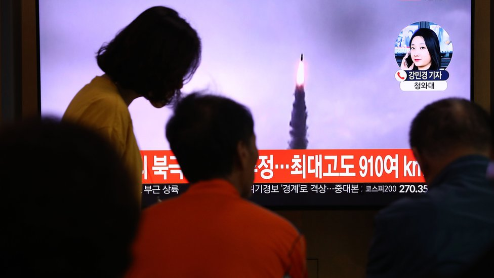 People watch a TV showing a file image of a North Korean missile launch at the Seoul Railway Station on October 02, 2019 in Seoul,