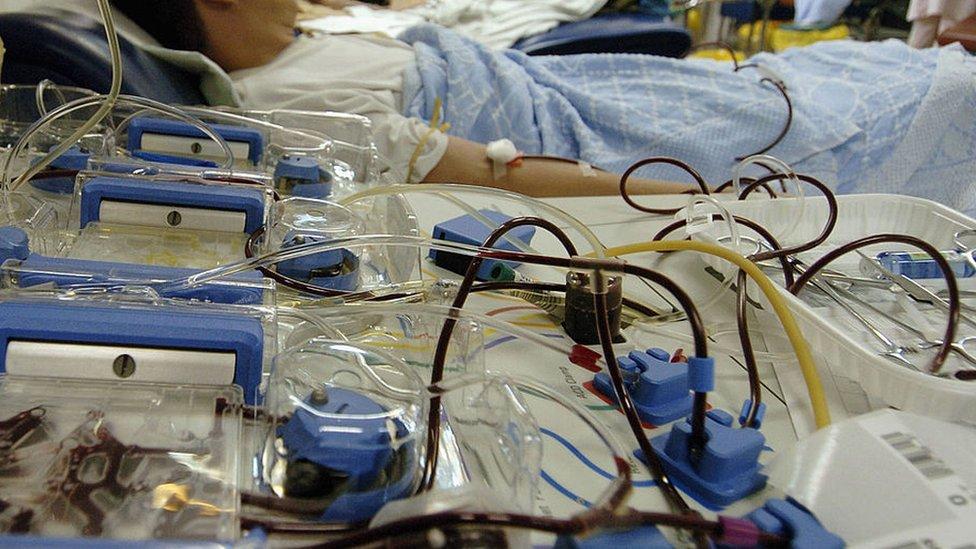 2005年中國廣州一名男子在血液中心獻血