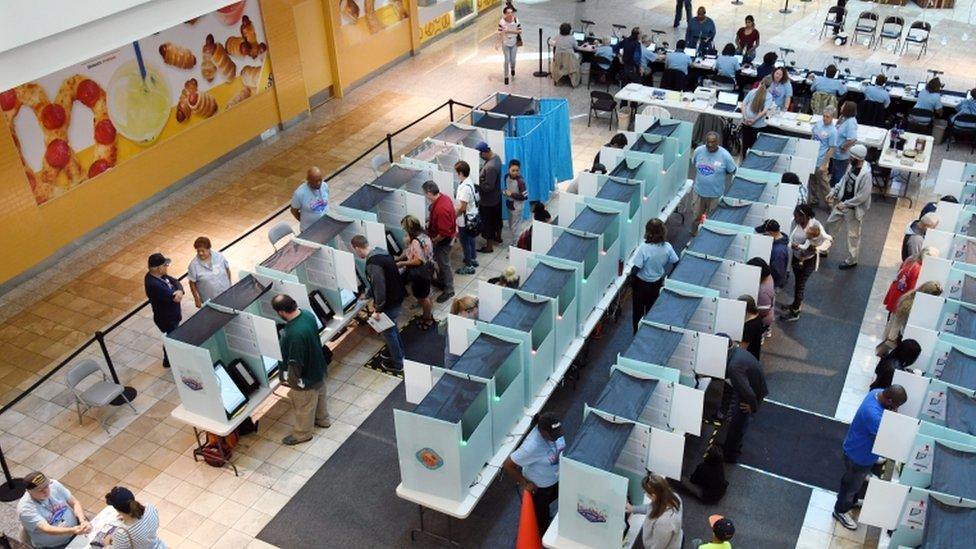 Gente votando en Nevada.
