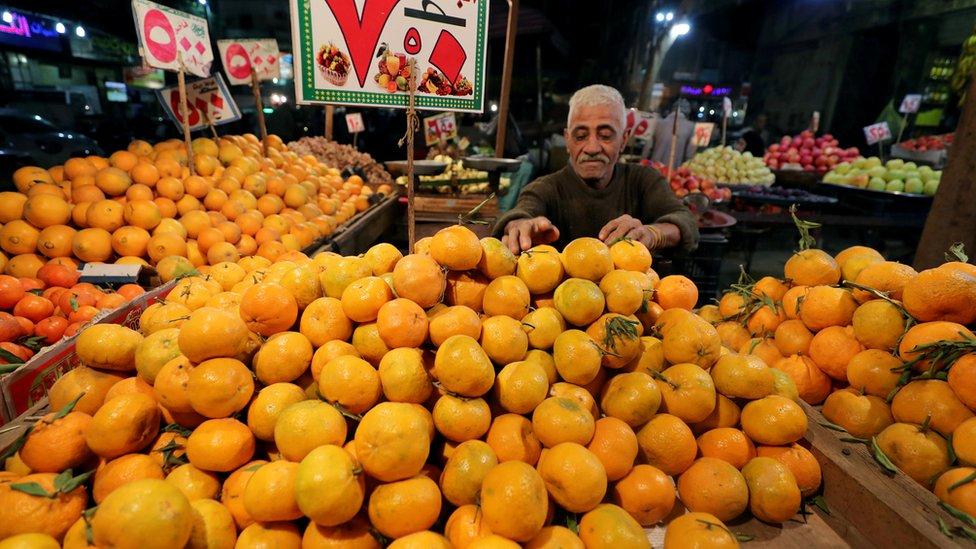بائع في أحد الأسواق المصرية