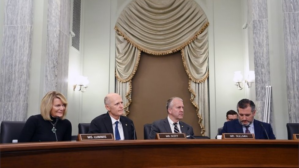 Senadores republicanos en una audicencia