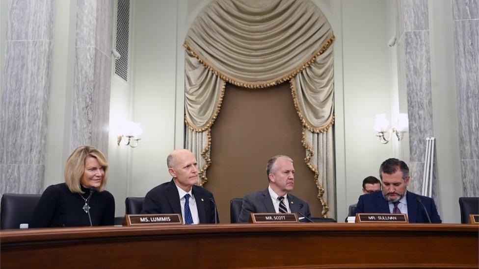 Senadores republicanos en una audiencia