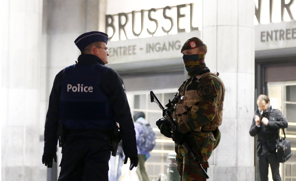 Security at Brussels main station, 23 Nov 15