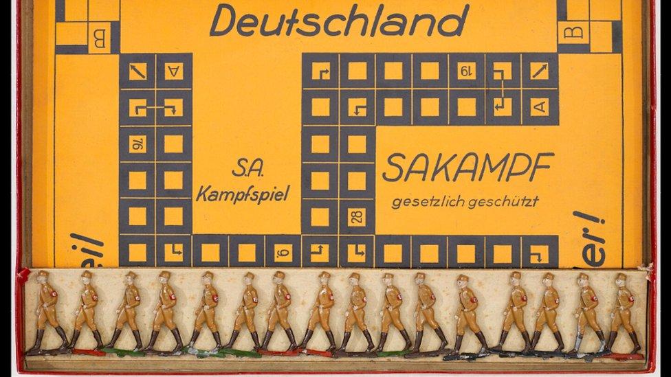 En el juego de mesa Sakampf, de sello antisemita, el objetivo era destruir la democracia alemana.