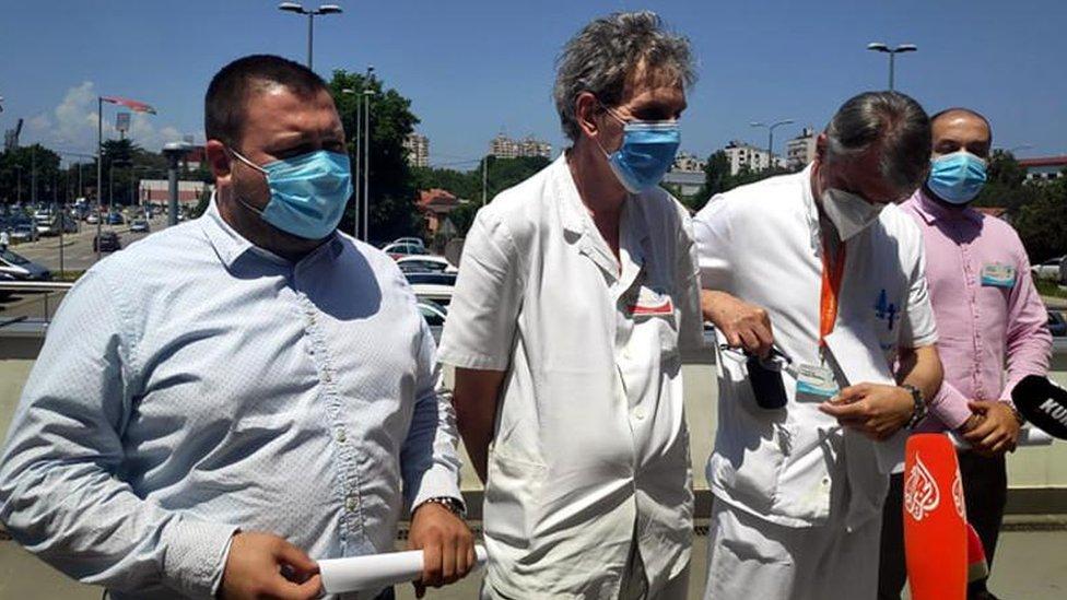 Konferencije za štampu ispred Kliničkog centra jedno vreme su se redovno održavale