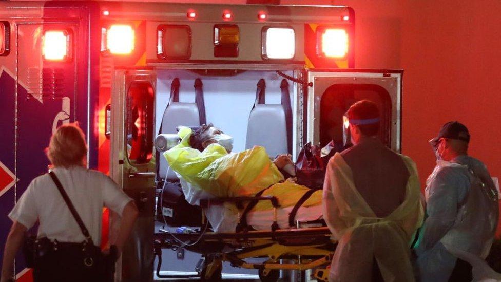 حذر مسؤولون أمريكيون من احتمال أن يصل عدد الوفيات إلى 240 ألف شخص في الولايات المتحدة
