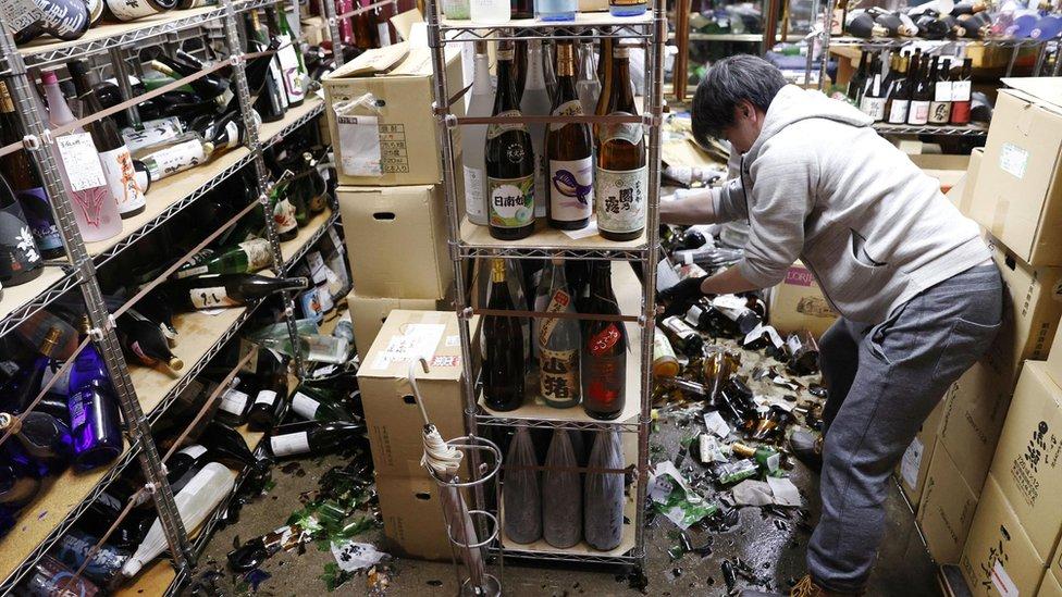 الأضرار في متجر في فوكوشيما