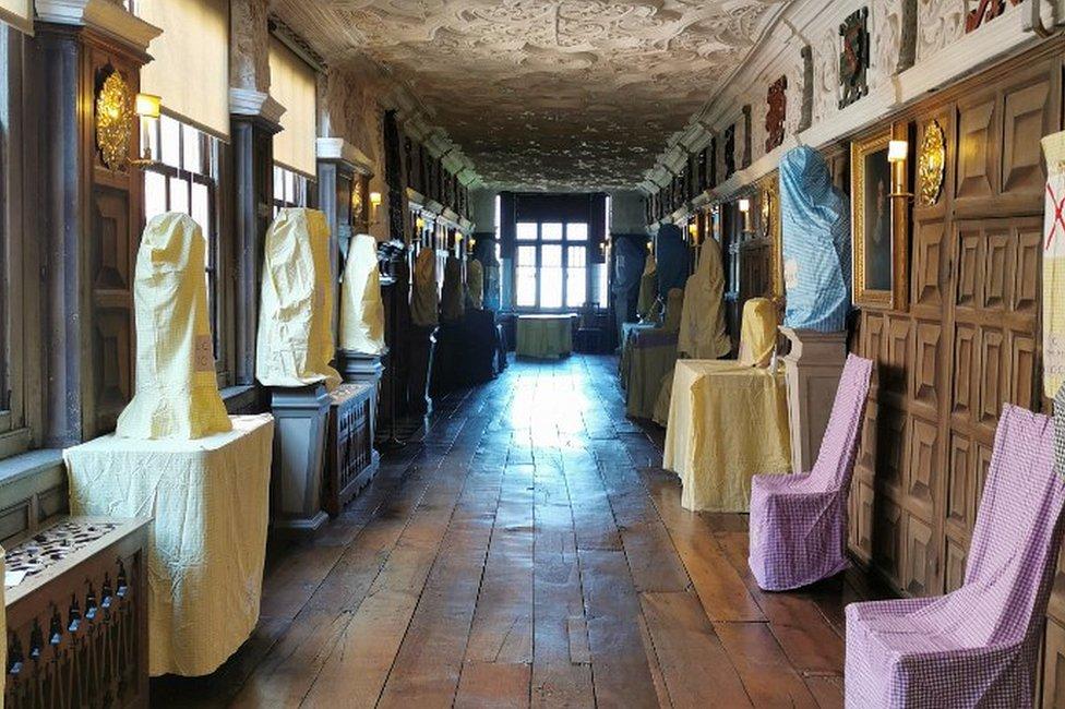 波伊斯城堡內部擺設被套上套子