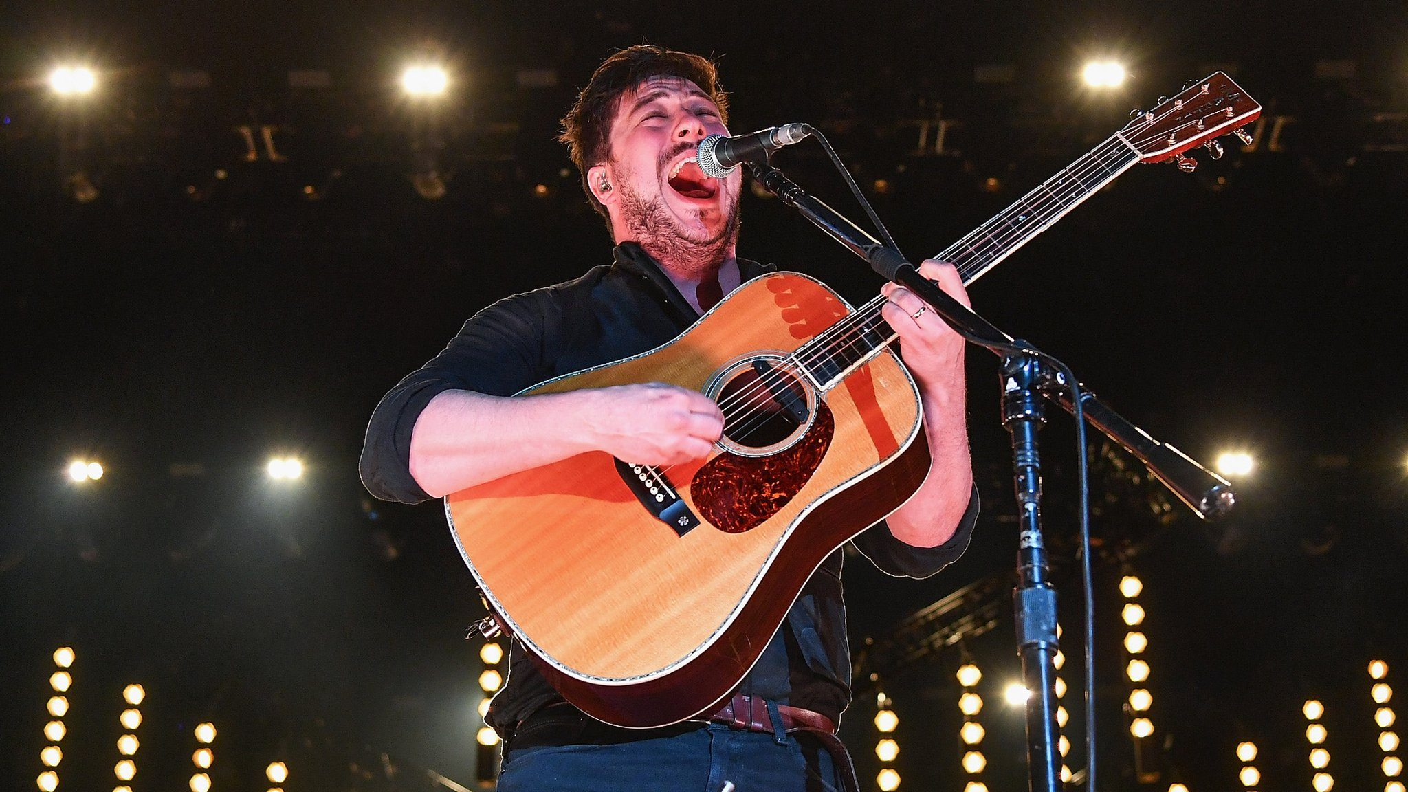 BBC News - Mumford & Sons reschedule cancelled gigs