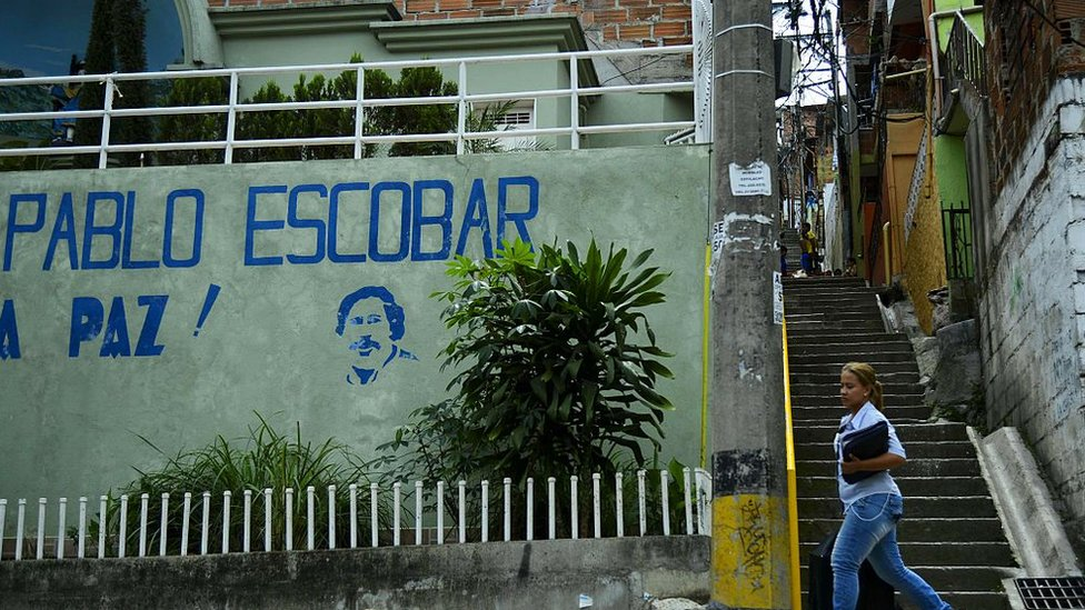 Pablo Escobar: Money hidden in wall found in drug lord's house thumbnail