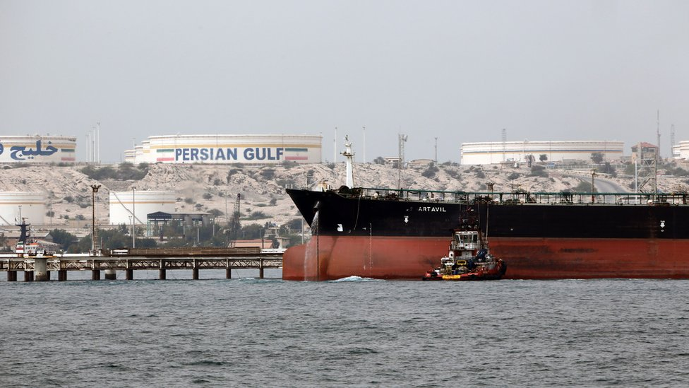 File photo shows an Iranian tanker docking at the platform of an oil facility on Kharg Island, in the Gulf (12 March 2017)