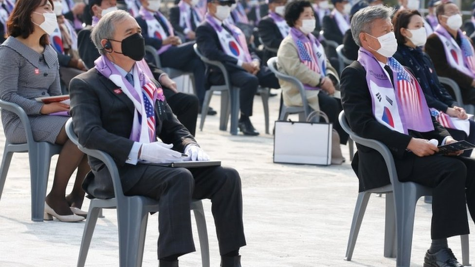 US Ambassador to South Korea Harris (R) attends a ceremony at the Korean War Memorial Museum in Seoul, South Korea, 27 October 2020. The ceremony was held to pay tribute to soldiers killed in the Changjin Reservoir Battle
