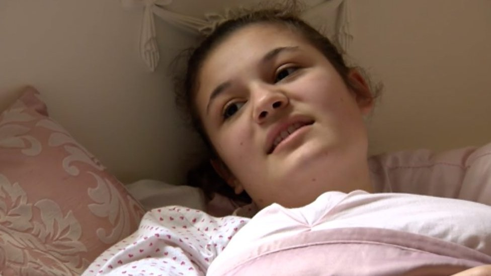 Teenager's arteries 'crushed by her own body'