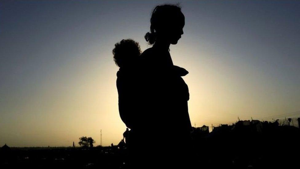 عشرات الآلاف فروا من تيغراي إلى السودان، لكن ثمة مخاوف بشأن المعاملة التي يتلقاها التيغريون في باقي أنحاء البلاد