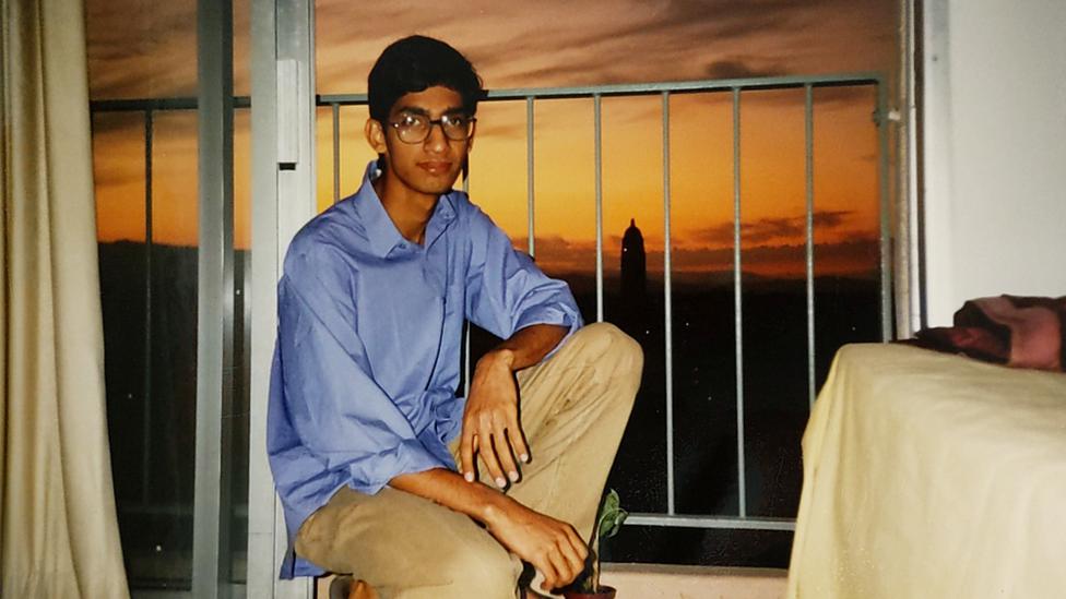 Sundar Pichai en su dormitorio en la Universidad de Stanford en 1994.