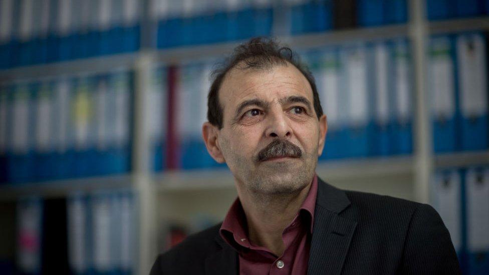 يقول المحامي الحقوقي أنور البني إن المحاكمة تعد خطوة أولى نحو تحقيق العدالة للسوريين