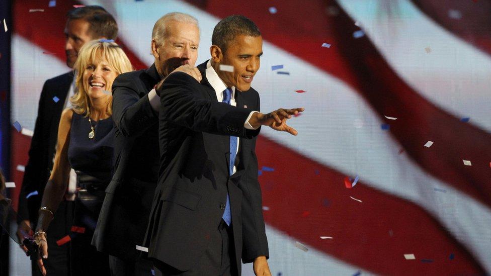 Barack Obama celebra su triunfo electoral de 2012 con los Biden