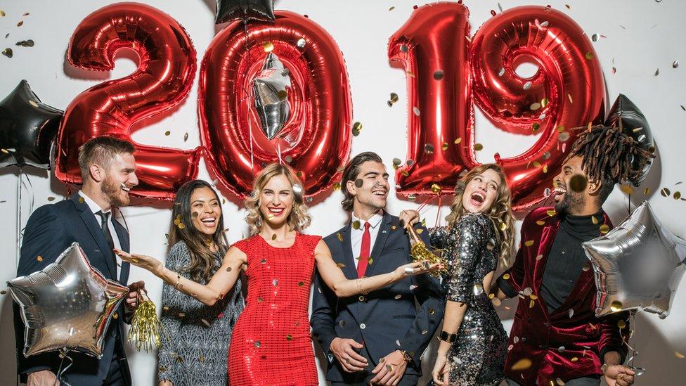 Personas celebrando 2019