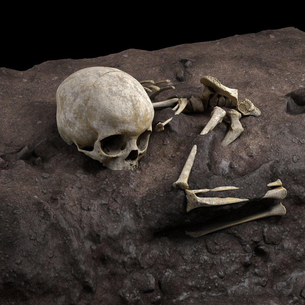 Una reconstrucción virtual ideal de la posición de Mtoto en la fosa fúnebre (Derechos reservados Jorge González/Elena Santos)