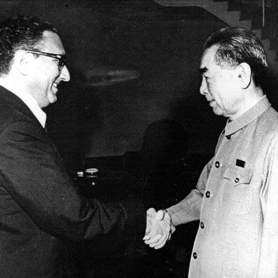 Kissinger y Zhou Enlai.