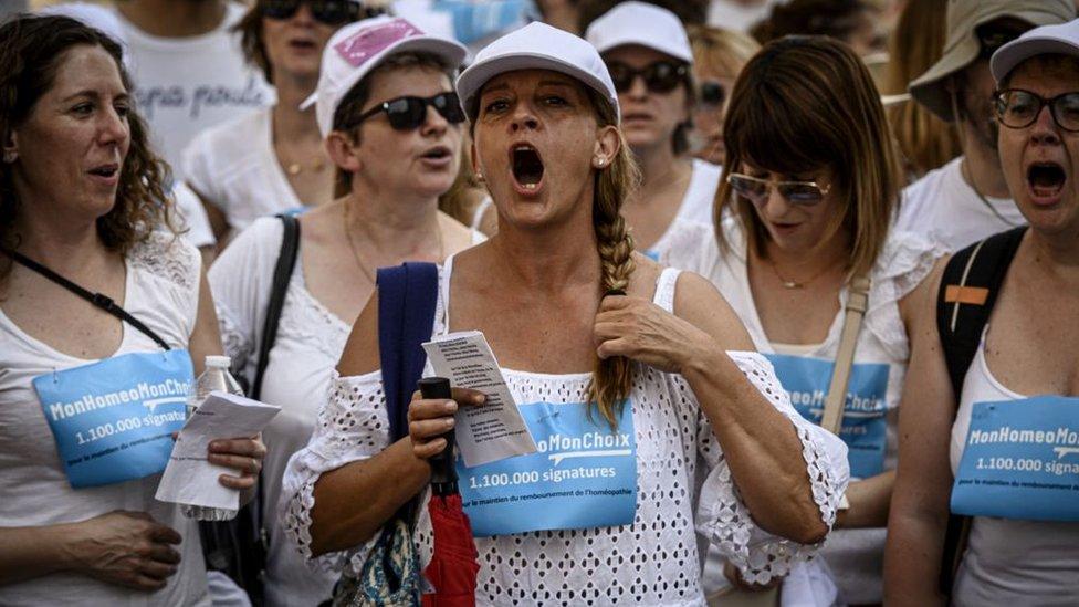 Una protesta en defensa de la homeopatía