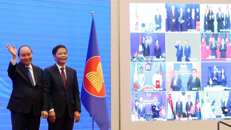 El primer ministro de Vietnam, Xuan Phuc; y el ministro de Industria y Comercio, Tran Tuan Anh, fueron anfitriones de la cumbre virtual en la que se firmó el acuerdo.