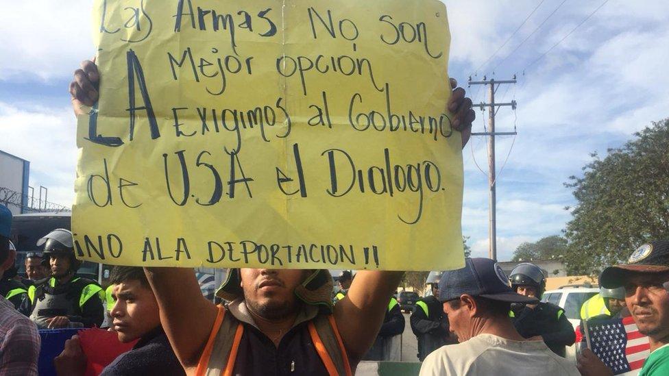 Pancarta en Tijuana.