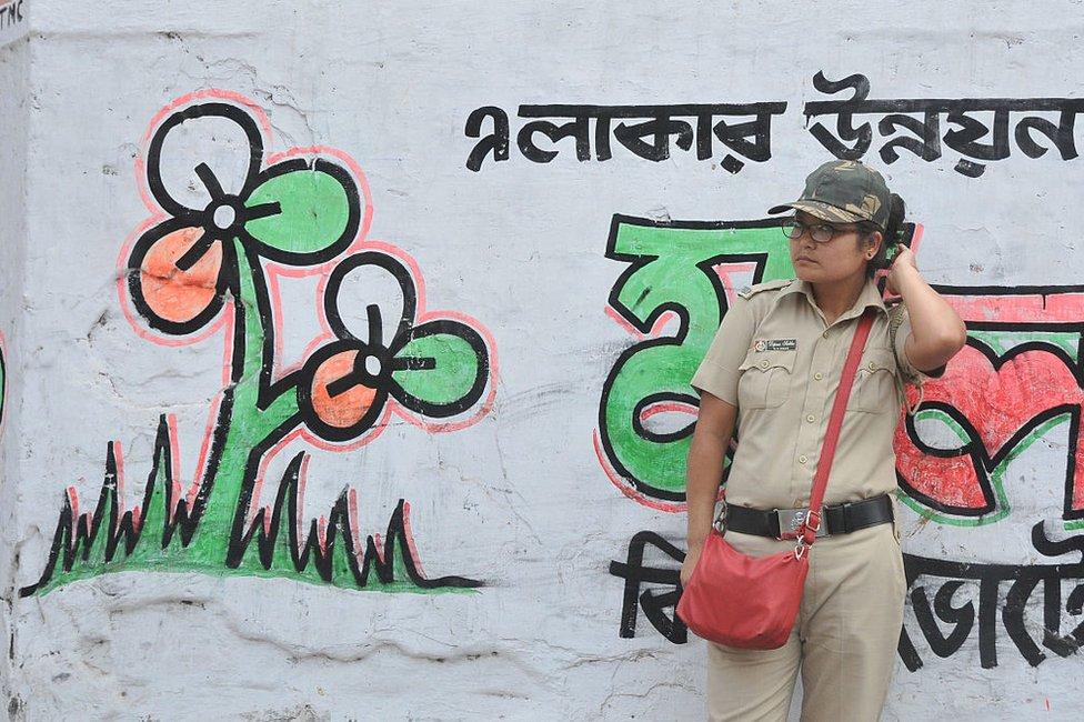 An Indian policewoman on election duty