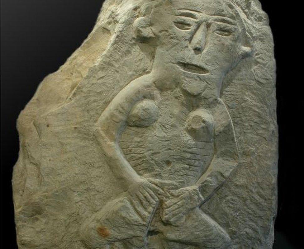 Una sheela-na-gig encontrada en la iglesia de Llandrindod Wells (Inglaterra).