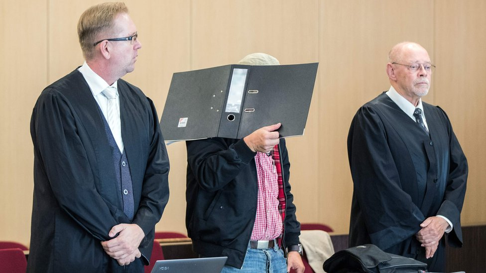 Defendant Ralf S is flanked by his lawyers Olaf Heuvens (L) and Gerhard Hauptmanns (R) at the district court of Düsseldorf, western Germany, on July 31, 2018,