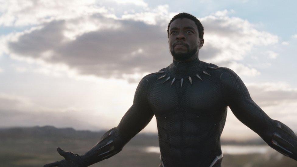 Chadwick Boseman como Black Panther