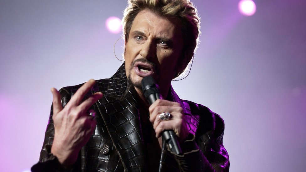Johnny Hallyday performing in 2003