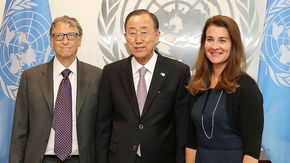 2015年,比爾和梅琳達在聯合國會見時任聯合國秘書長潘基文。