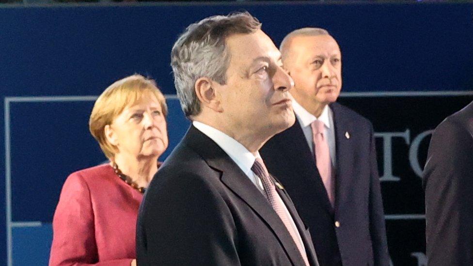 Almanya Başbakanı Merkel, İtalya Başbakanı Draghi ve Cumhurbaşkanı Erdoğan NATO aile fotoğrafında