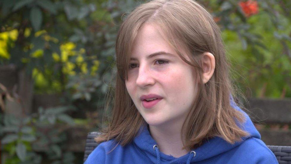 صوفيا أصيبت بفيروس كورونا وكانت بالكاد قادرة على المشي أو ارتداء الأحذية
