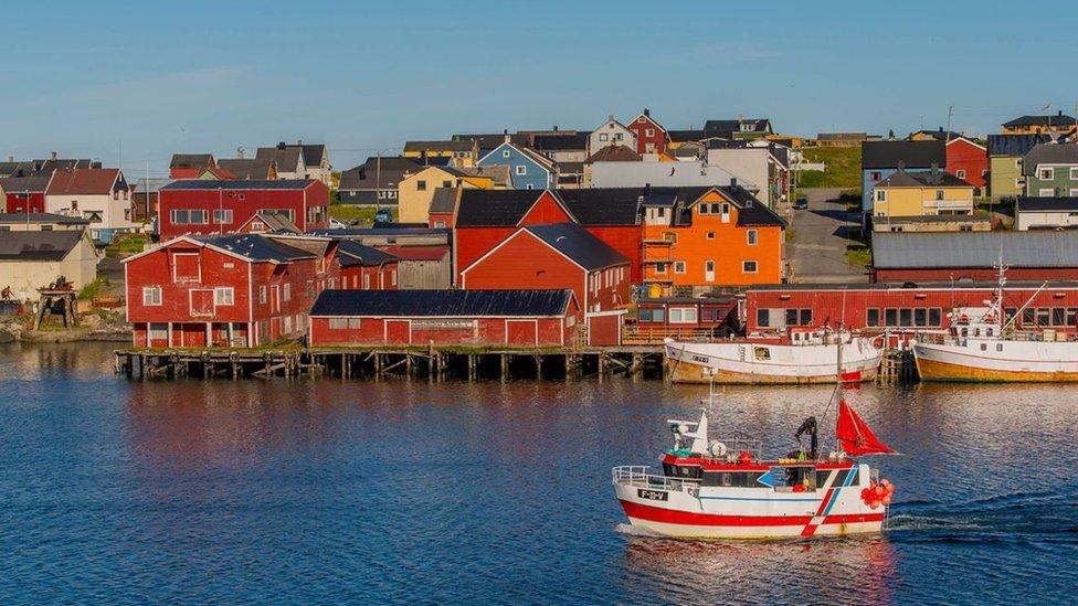 Pueblo pesquero en el Ártico.