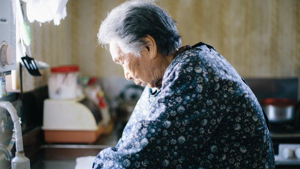 Mujer mayor, japón