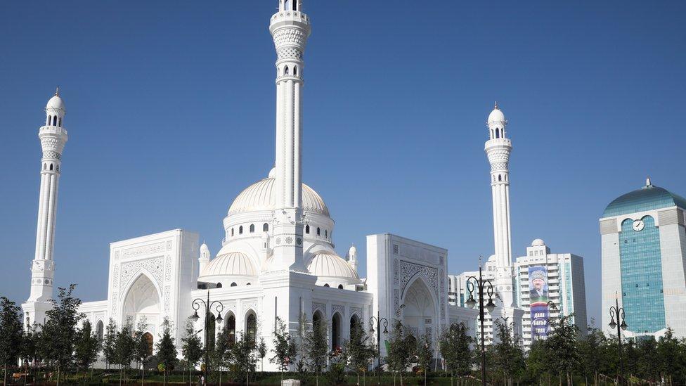 В Чечне открылась крупнейшая в Европе мечеть. Фото