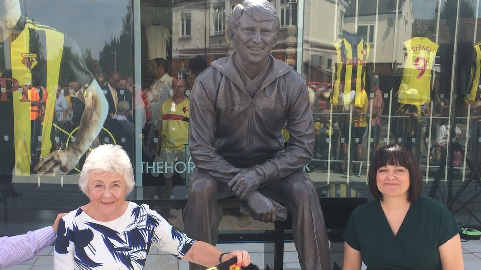 Graham Taylor's wife and daughter pictured with his statue