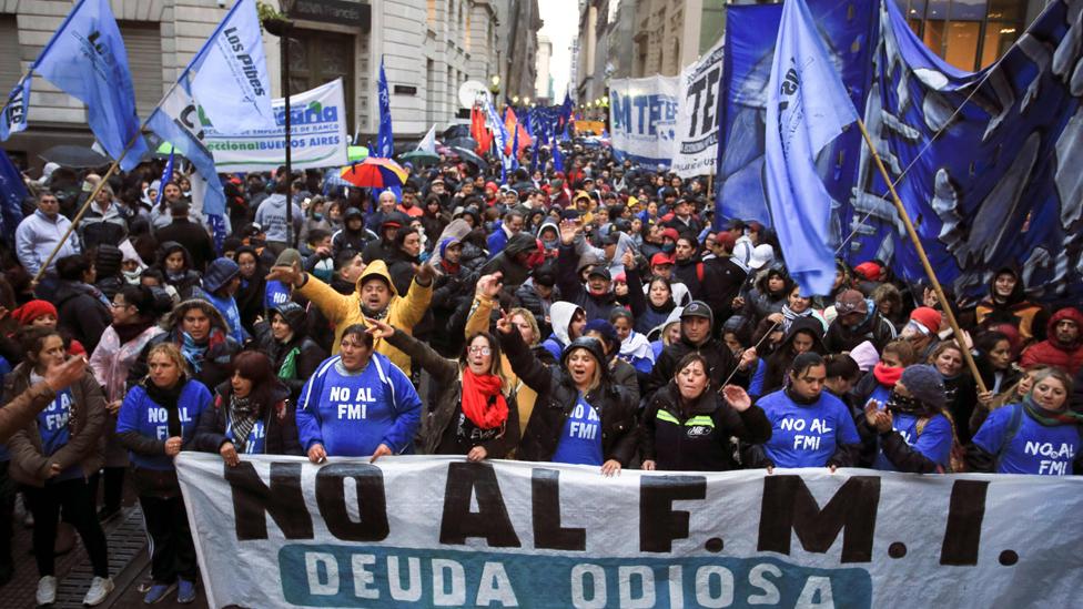 Los críticos de la reforma militar de Macri aseguran que su objetivo es aplacar las protestas sociales, disparadas por la crisis y le vuelta del FMI.