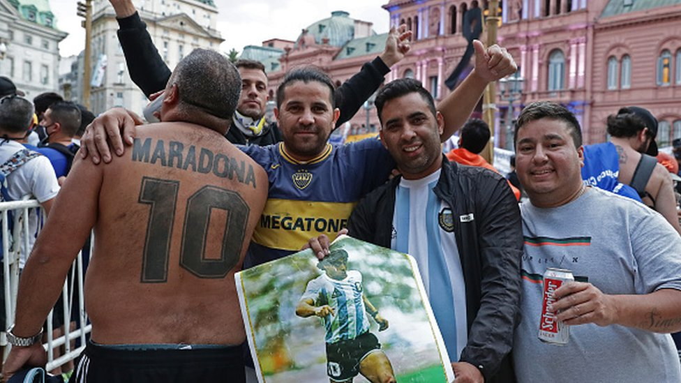 Maradona fans outside the presidential palace