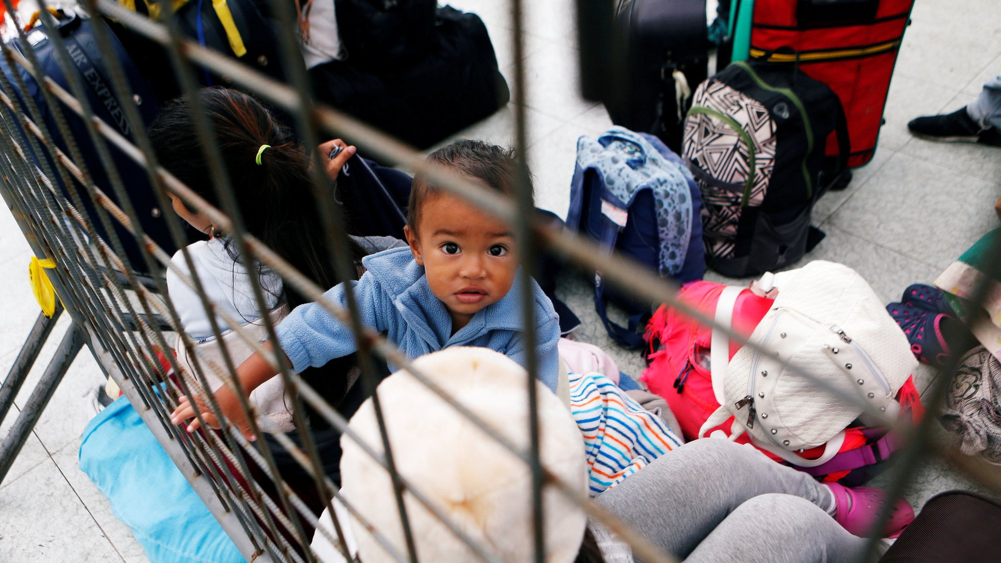 Ecuador tightens entry rules for Venezuelan migrants