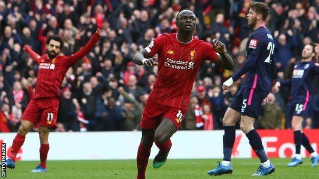 Liverpool'un yıldızlarından Sadie Mane'nin gol sevinci