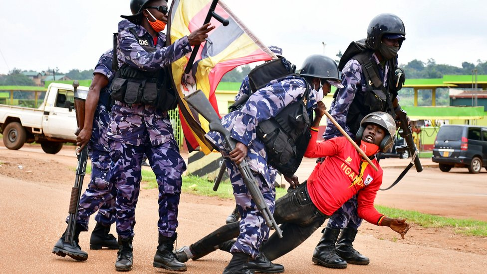 Bobi Wine: Presidential rival's arrest sparks deadly Uganda protests thumbnail