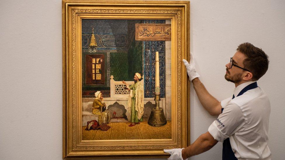 """لوحة """"درس القرآن"""" للفنان التركي عثمان حمدي بك"""